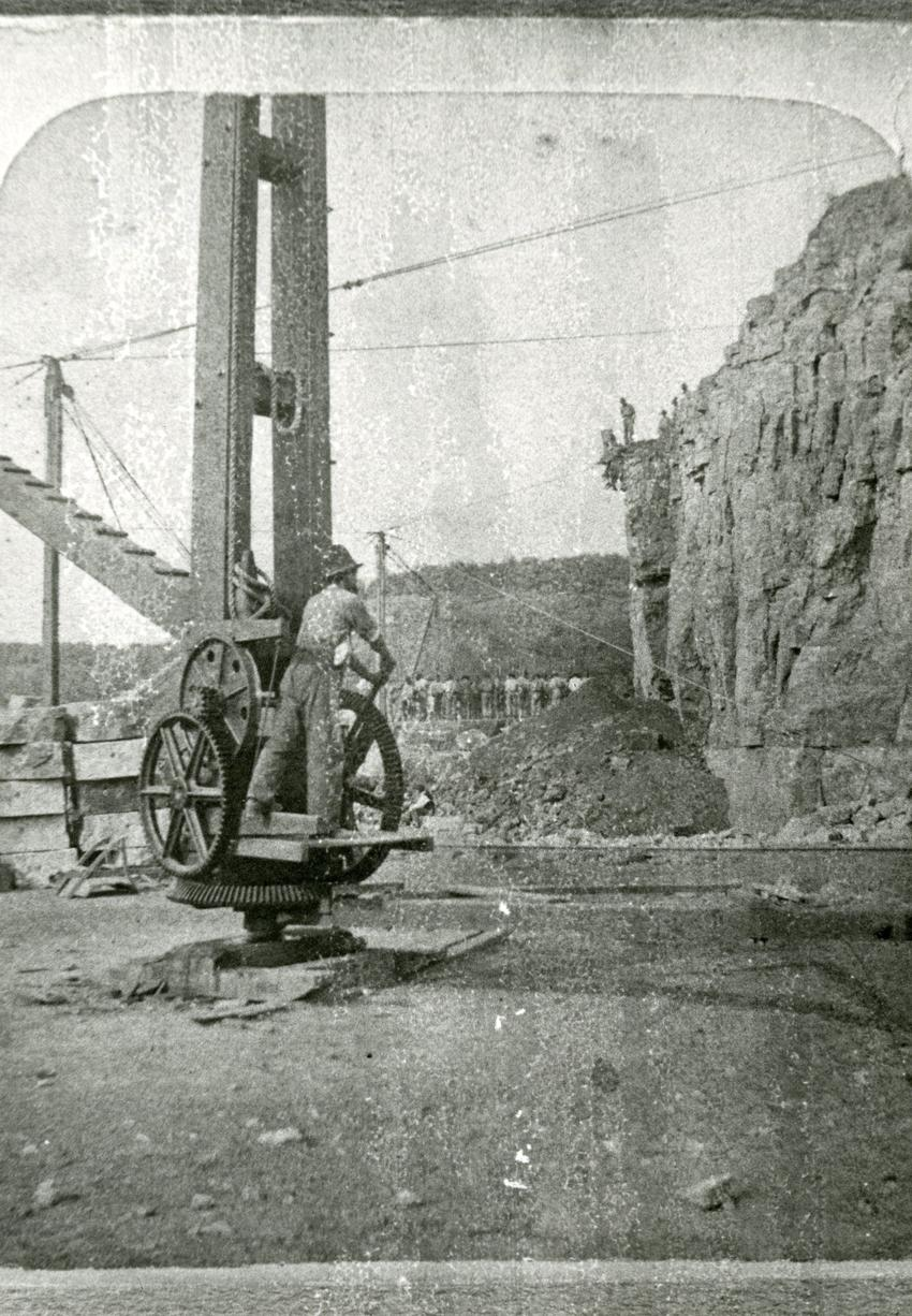 Human-powered quarry crane