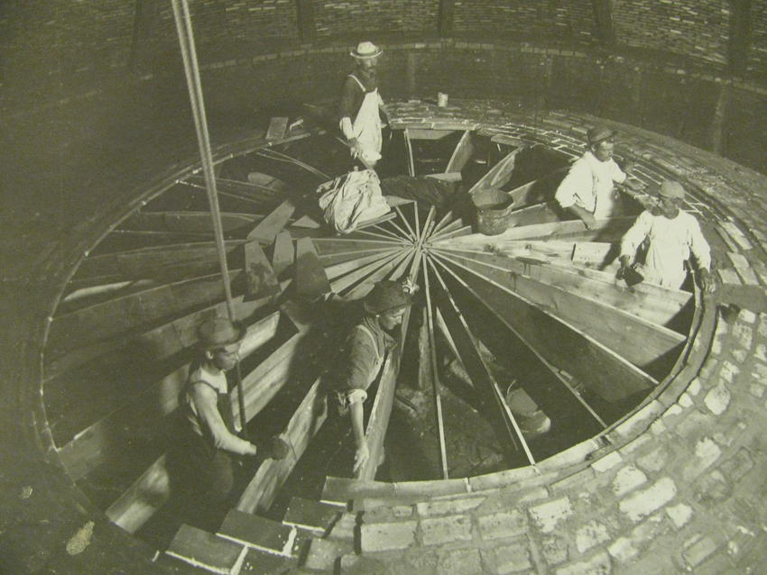 Laying Gustavino tile over inner dome of rotunda